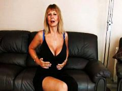 Mature mom at home rub... from Redtube