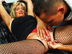 Mature escort fucks ho...