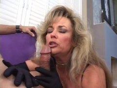 Hot Cougar Anjelica Fo...