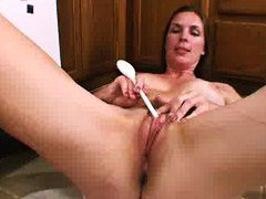 Mature mom stuffs her ... from PornHub