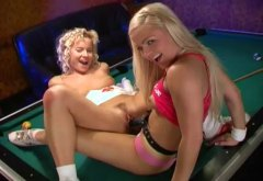 LESBIANS LICKING AND D...