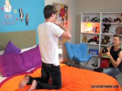 Two Young Guys Get It On from Nuvid