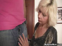 Blonde mom seduces her...