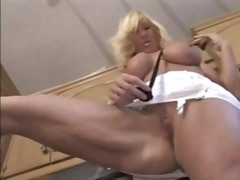 DrTuber - Blonde Milf In The Kit...