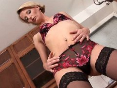 Mom treats her milf pu...