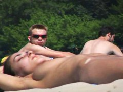 Xhamster -  Nudist Beach hottie f...