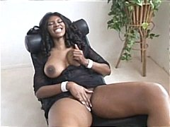 Nyomi Banxxx is hot to...