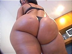 Plump Latina chick sho...