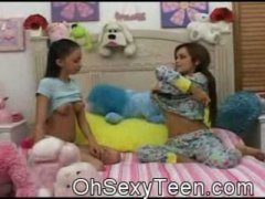Keez Movies - Amateur teen babes Suc...