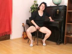 Mature brunette mom in... from PornerBros