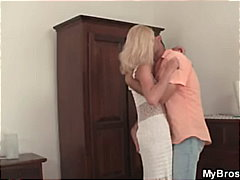 Husband catches his wi...