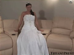 Bride Tiffany deep mas...
