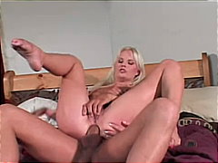 Blond bimbo analized