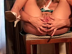 Blond Cherry popping p...