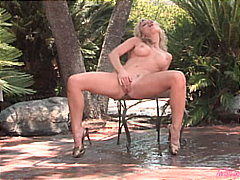 Blond babe doing outdo... from Redtube