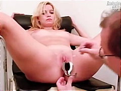 Blonde Leah visiting g...