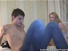 Blonde amateur gets pi...