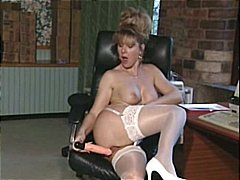 British MILF slut Anna...