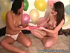 Teens try sextoys duri...
