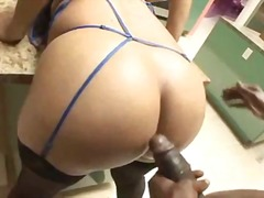 Curvy ebony slut in li...