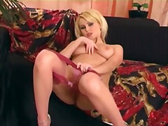 Pretty babe masturbate... from Xhamster