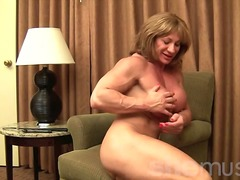 Mature Muscle Showoff from Xhamster