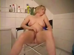 Mature slut loves to b...