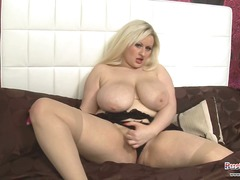 Teri Fox Plays With Ud... from Xhamster