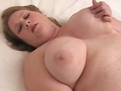 Bbw orgasm on bed