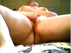 BBW rubs her wet pussy... from Xhamster