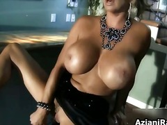 Hot lady with a great ...