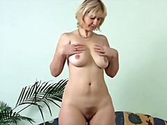 Mature Masturbating on... from Xhamster