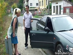 Yobt TV - Grandmother chick is p...