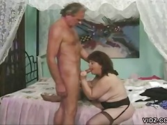 Mature slut loves lick...