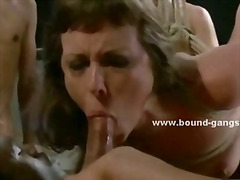 Very horny girl is use...