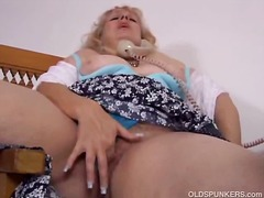 Blonde milf getting ho...