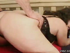 Jinni Lewis gets itching ...