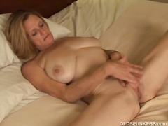 Cute milf rubbing her ...