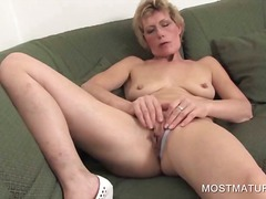 Mature blondie fingeri...