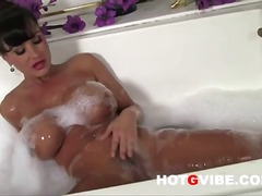 Lisa ann fingers her p...