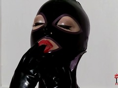 Latex lucy shows off h...