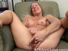 Milf alyssa dutch spre...