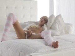 Blonde babe emma in pi...
