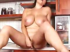 Busty babe oils hersel...