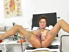 Older amateur mother c...