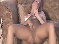 Slutty sammi rubs one ... from Xhamster