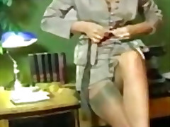 Solo retro secretary i... from H2porn