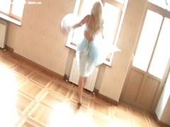 Dancing blonde in ling...