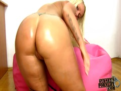Blonde shakes her oile...