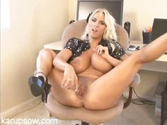 Busty milf holly halst...